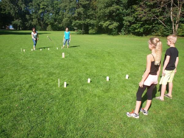 KUBB - Wikinger Spiel auch im Park spielen - Holz Wurfspiel
